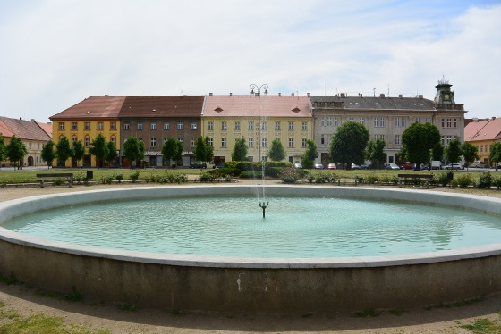Fountain in Terezin Square.JPG